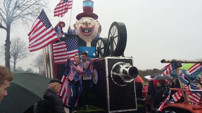 De carnavalsoptocht in Klarenbeek was dit jaar groter dan die in Wilp.