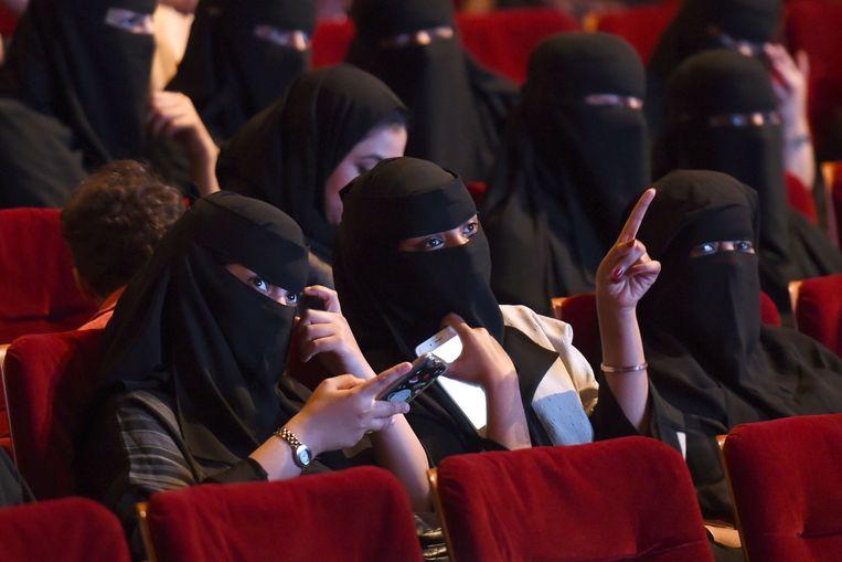 Saudische vrouwen bij een filmvertoning in Riyad, in 2017. Beeld afp