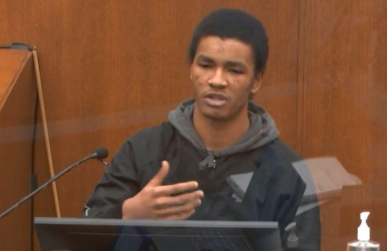 Getuige Christopher Martin, de kassamedewerker van de winkel waar Floyd de sigaretten had gekocht, tijdens de rechtszaak. Beeld AP