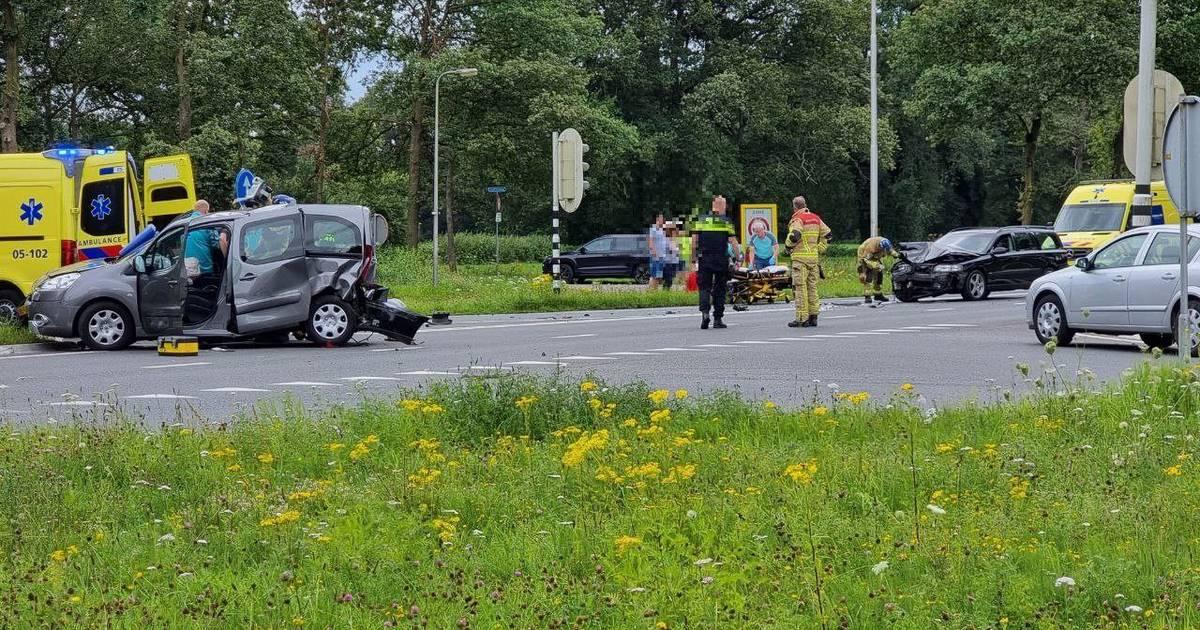 Meerdere gewonden bij ernstig ongeval op Deldernerstraat in Hengelo.