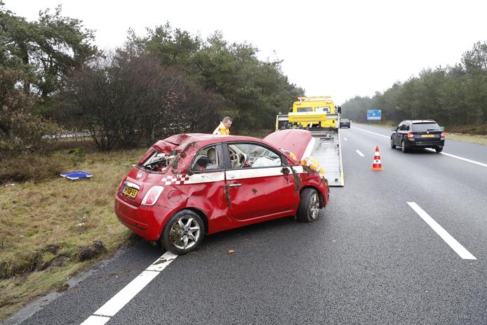 De auto raakte zwaar beschadigd bij het ongeluk op de A28.