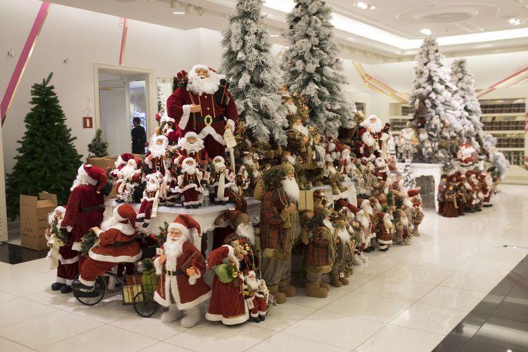 De kerstmannen zijn uitgestald.