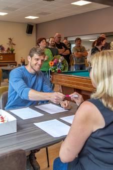 Marleen Visser wil al jaren beheerder van het dorpshuis in Schore worden, nu is het gelukt