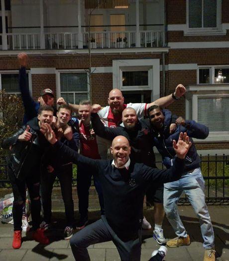 Heldenontvangst voor vrolijke Ten Hag in Oldenzaal: 'Eigen vrouw zat in complot'