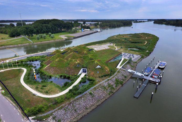Het Biesboschmuseum in Werkendam vanuit de lucht gezien.