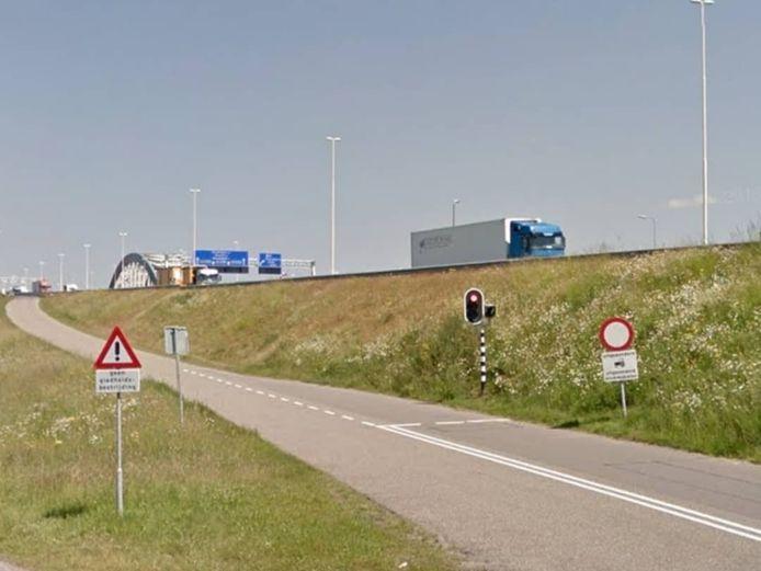 De Jan Blankenbrug, beter bekend als de Lekbrug, bij Vianen.