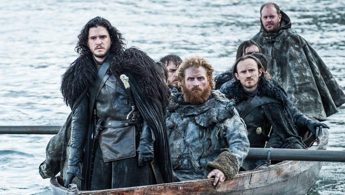 Kit Harington, hier voor op de boot, als Jon Snow.