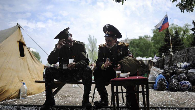 Pro-Russische kozakken gisteren voor een overheidsgebouw in Donetsk. Beeld AP