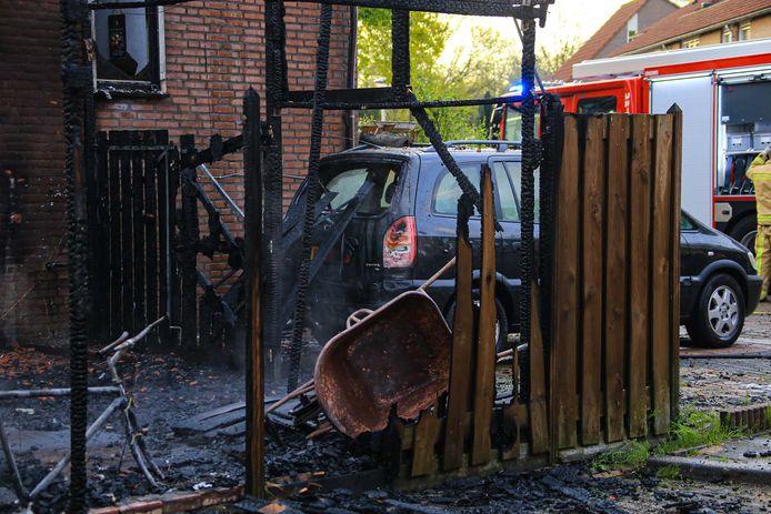 De felle brand verwoestte de carport van Alex van Deursen.