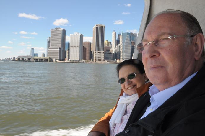 José Moerenhout met zijn echtgenote Marie-Thérèse Maesen op de Hudson River, tijdens hun bezoek aan New York en de Metropolitan opera.