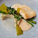 De boterzacht gegaarde heilbotfilet en brandade (puree van aardappel, vis en kruiden).