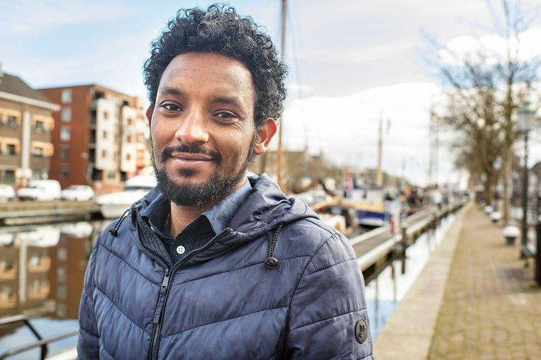 Asmeron Mihreteab: 'Dit is nieuw voor mij, in Eritrea heb ik nooit gestemd.' Beeld Guus Dubbelman / de Volkskrant