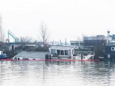 Inzamelactie voor reparatie gezonken woonboot in Nijmegen: 'Help Jeannette weer op het droge'