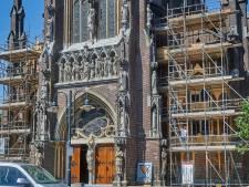 Gevel Lambertuskerk Veghel in de steigers: bogen en beschilderingen voor 1,8 miljoen hersteld