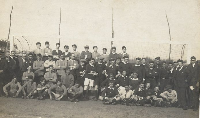 Een van de eerste elftallen van SDW (Samenspel Doet Winnen, zoals NSV Nispen vroeger heette), begin jaren '20 van de vorige eeuw.