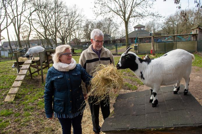 Gerrit Hoevers en collega-bestuurslid Frederike van Nieuwenhuizen kunnen opgelucht ademhalen. Kiboe gaat weer open.