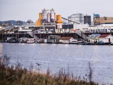 Woonbootbewoners in De Nieuwe Haven in Arnhem moeten nog even geduld hebben