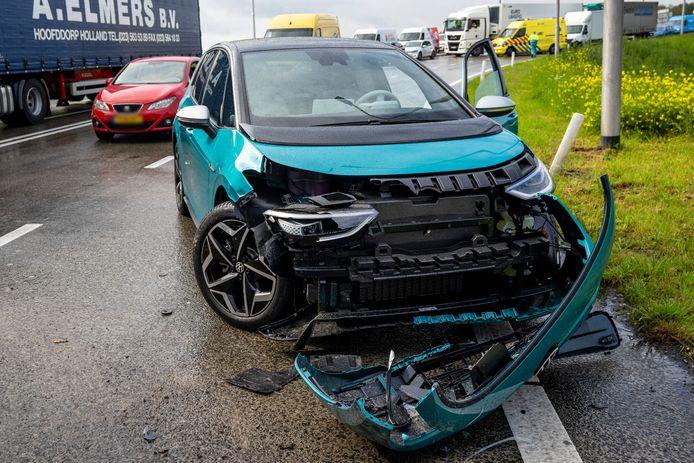Vrachtwagen en drie voertuigen betrokken bij ongeval A59.