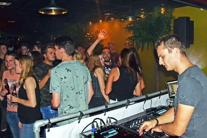 De Beach Party's in Dè Sporthal werden druk bezocht.