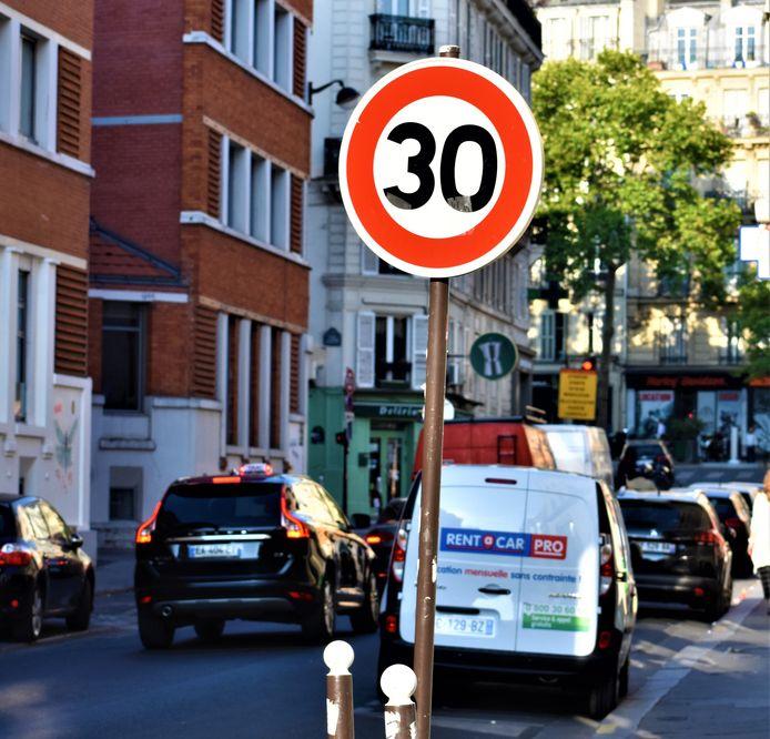 Vandaag de dag geldt in 60 procent van de Franse hoofdstad al een snelheidsbeperking van 30 km/u.