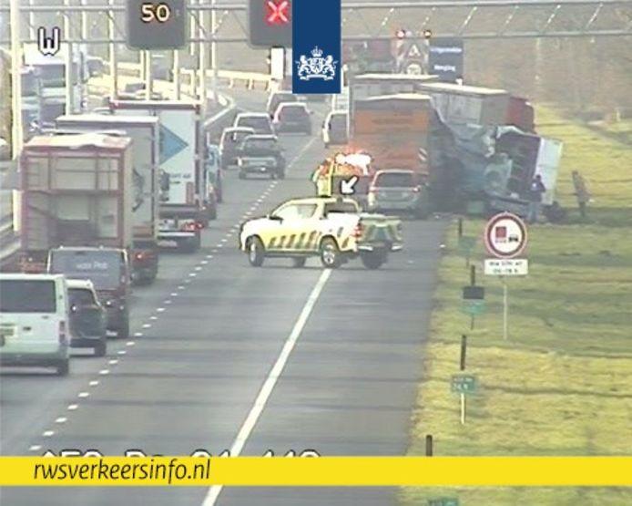 Ongeval met drie vrachtwagens op de A58 tussen Oirschot en Tilburg.