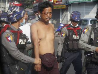 Oproerpolitie in Myanmar drijft betogers uiteen