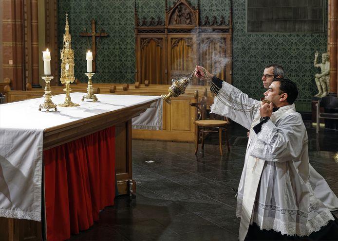 Na jaren is in de Helvoirtse Nicolaaskerk de monstrans uit 1896 weer in gebruik genomen.