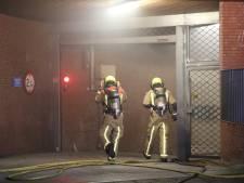 Brand in ondergrondse parkeergarage, brandweer weet schade te beperken