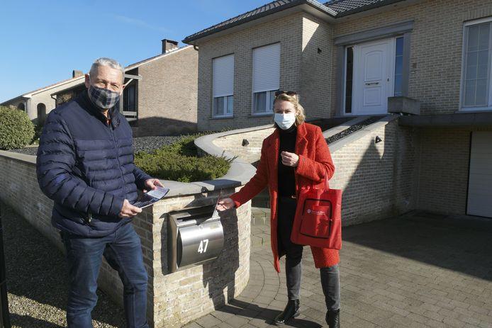 Eerder deelde Jankowski, hier op de foto samen met Marc Florquin, al flyers uit om mensen te informeren.