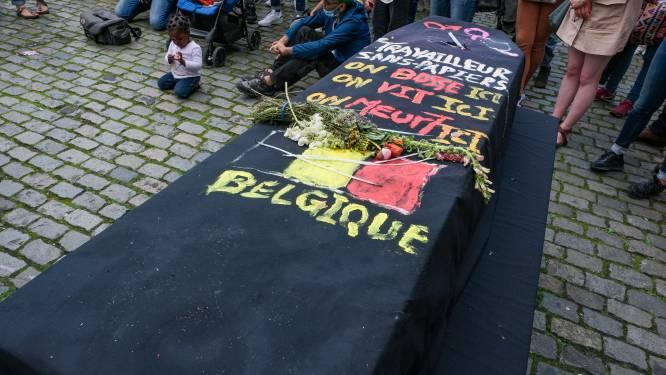 Honderdtal mensen betuigen steun aan hongerstakers