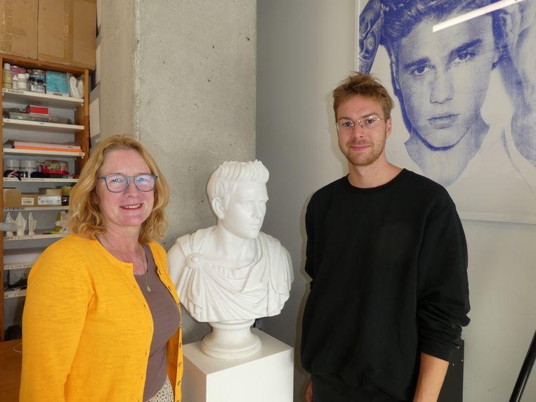 Inge Toussaint (Stadgenoot) en kunstenaar Casper Braat, in zijn Justin Bieberperiode. Beeld Hans van der Beek