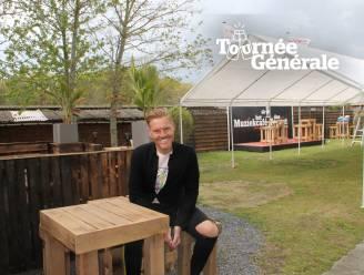 """Zanger Michael Lanzo renoveerde tuin van Muziekcafe Den Toerist voor heropening: """"Zelfs openluchtpodium geplaatst"""""""