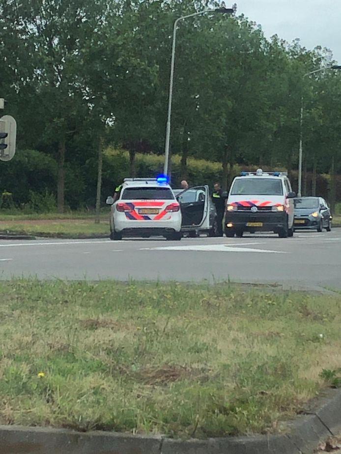 De politie reed op de Ettensebaan een verdachte klem van de steekpartij.