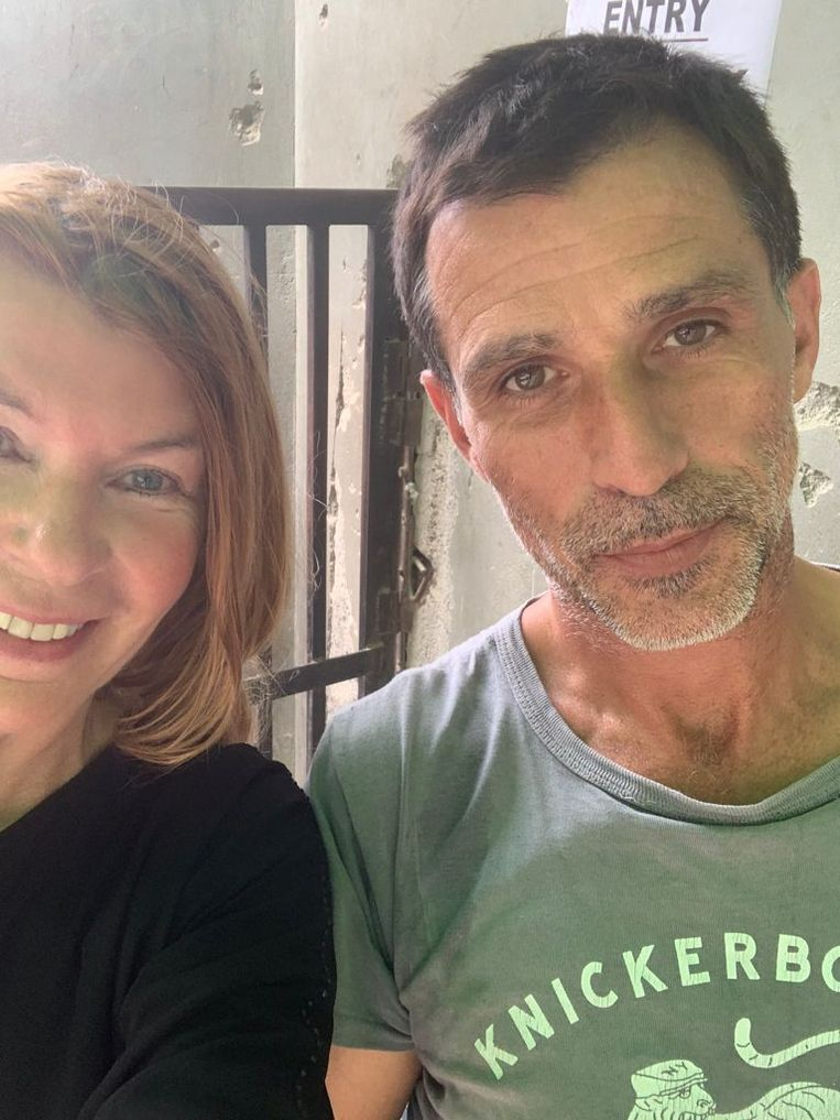 Joanie de Rijke en collega Antoine toen ze in Pakistan aankwamen.  Beeld Joanie De Rijke