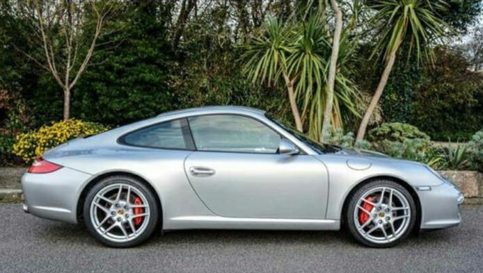 De Porsche 911 Carrera 997 uit 2010 ging van de hand voor 13.897 euro.