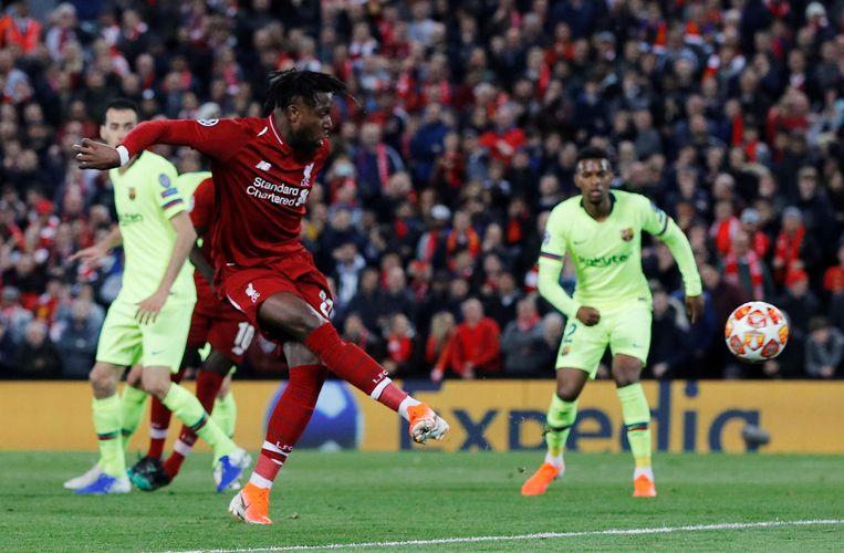 Liverpool-spits Divock Origi scoort de bevrijdende 4-0 tegen Barcelona in een kolkend Anfield. Beeld REUTERS