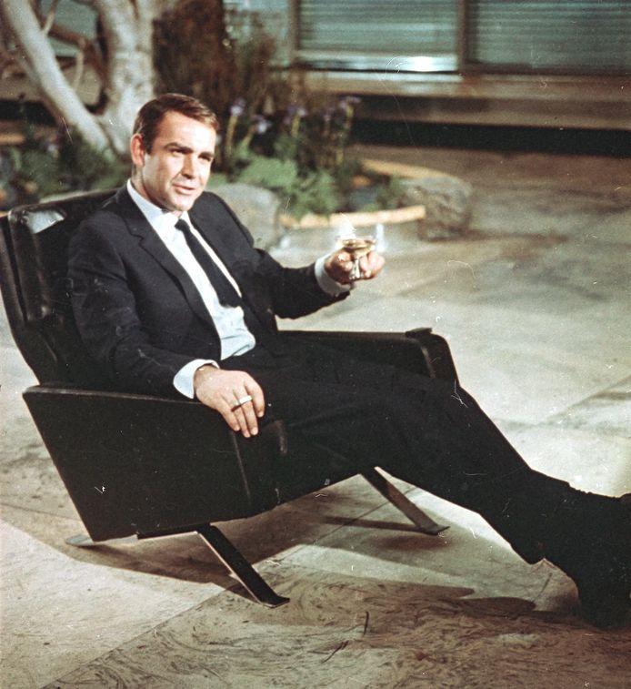 """Sean Connery en juillet 1966 lors du tournage de """"You Only Live Twice"""" de James Bond."""