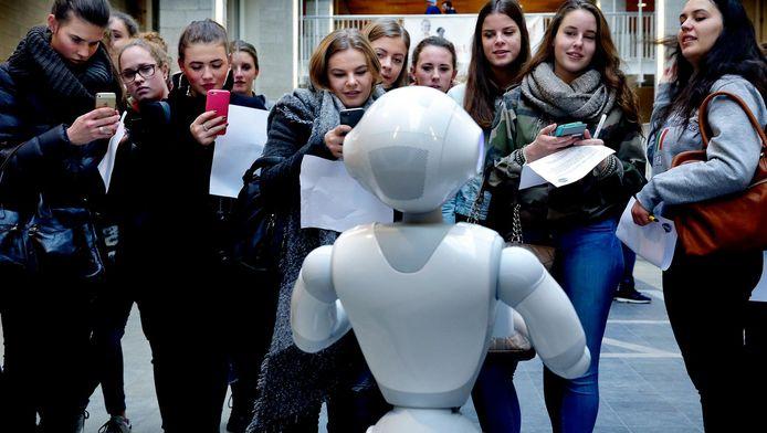 Robot Pepper is verreweg het populairst. Mensen vinden het grappig, maar ook een beetje eng.