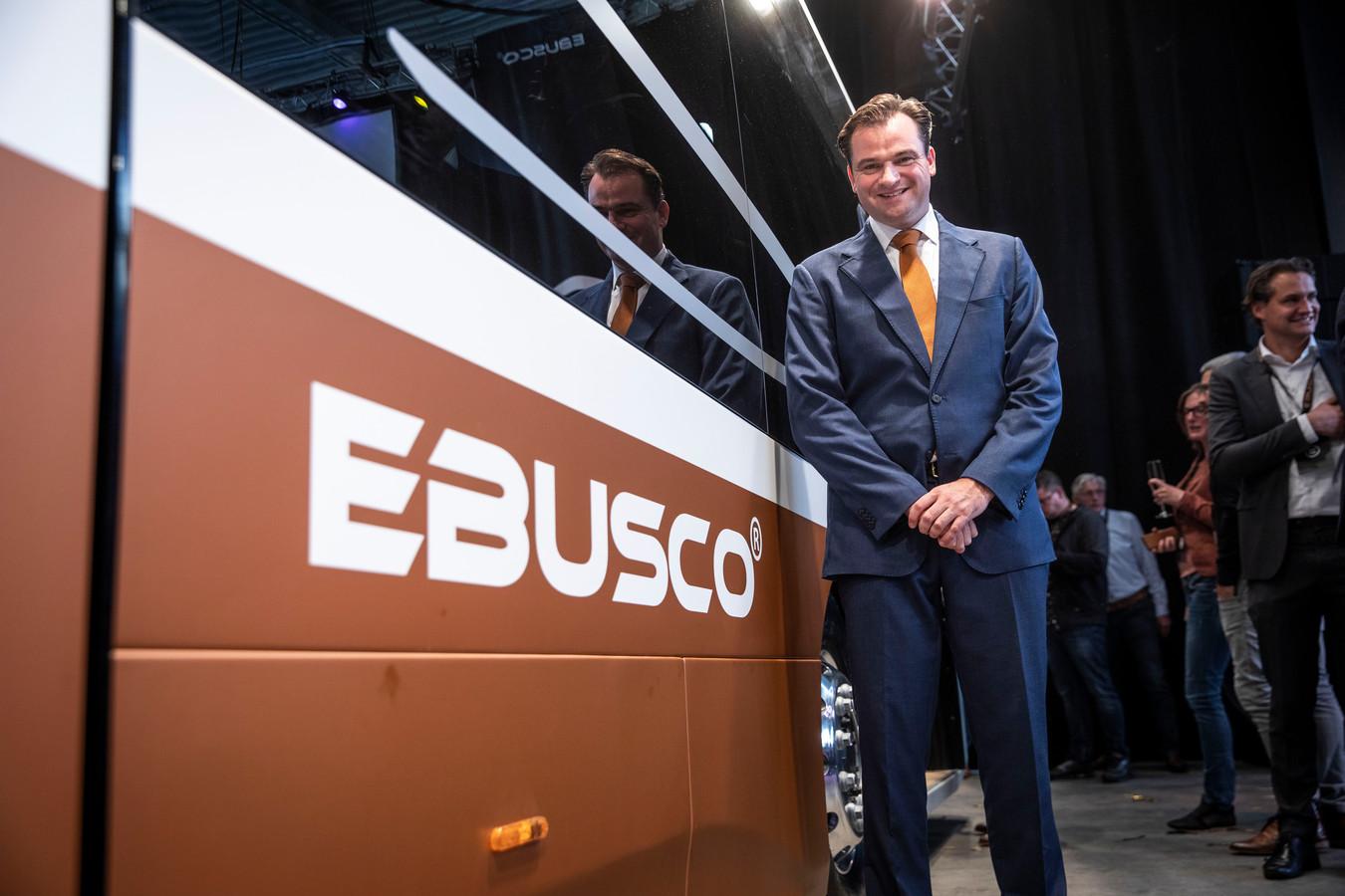 Peter Bijvelds tijdens de onthulling van de nieuwe kunststofbus van Ebusco in 2019