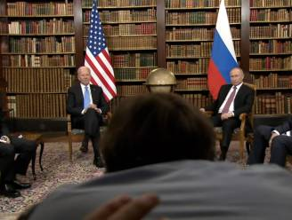 """Achterhoofd steelt de show tijdens persmoment Biden en Poetin: """"Ga uit de weg!"""""""