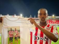 Sparta-talent Emegha overladen met reacties na emotioneel eerbetoon: 'De familie van Ousmane is trots op me'