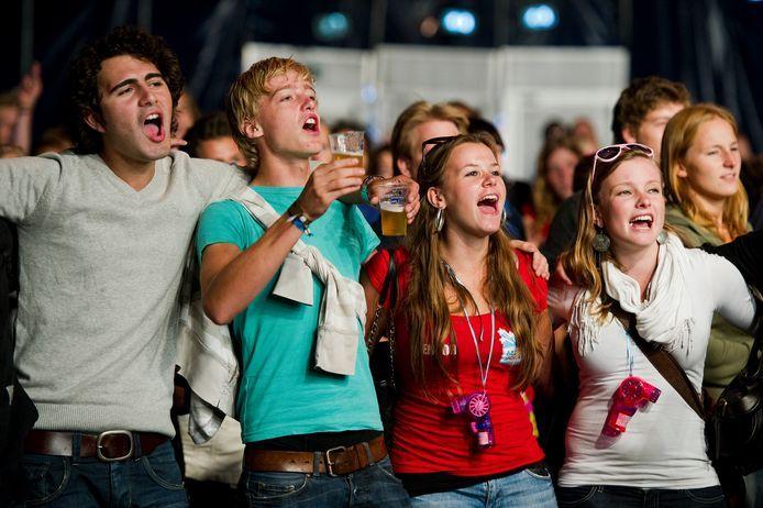 Feestende studenten tijdens de Utrechtse Introductie Tijd (UIT) in 2018.