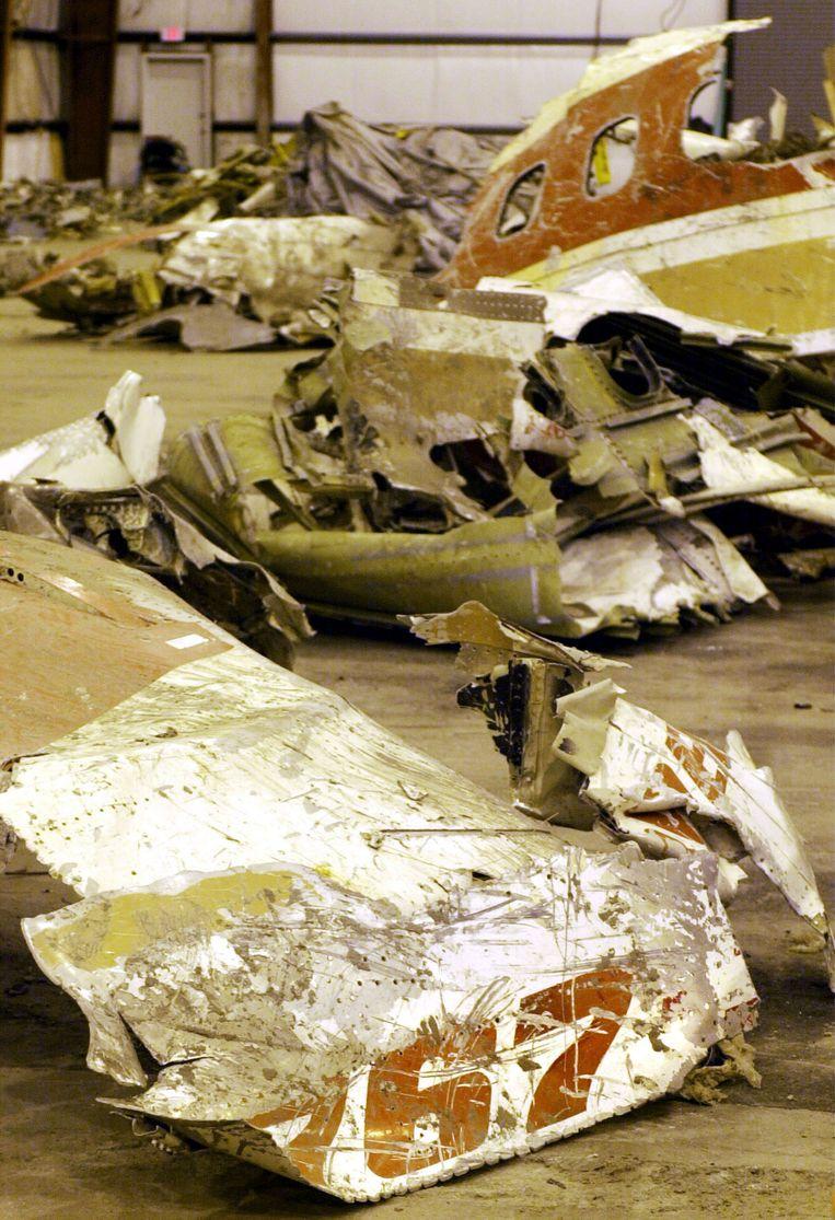 Brokstukken van de verongelukte vlucht 990. Beeld REUTERS