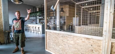 In deze bar gooien ze niet met dartpijlen maar met hakbijlen: 'Gewoon je ex inbeelden'