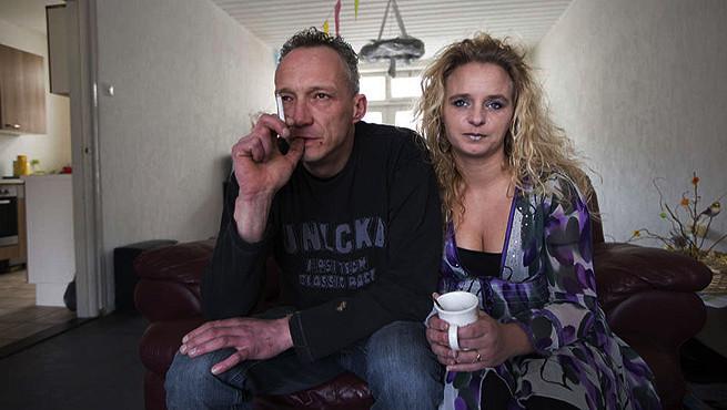 Ron en Patricia Doek: 'De fabriek draait met verlies en het is goedkoper om mensen op deze manier eruit te werken.'