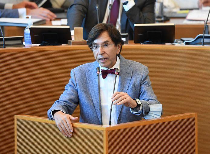 De Waalse minister-president Elio Di Rupo noemt per geval bedragen tot 140.000 euro.