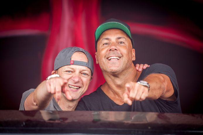 Charly Lownoise (links) & Mental Theo op het dancefestival Mysteryland.