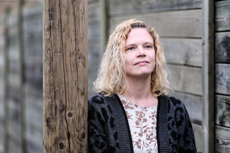 Nathalie Van Hoof: 'Via de VDAB kan je wel een betaalde opleiding volgen. Maar daarvoor moet ik dan mijn job opgeven en dat wil ik echt niet.'  Beeld Bob Van Mol