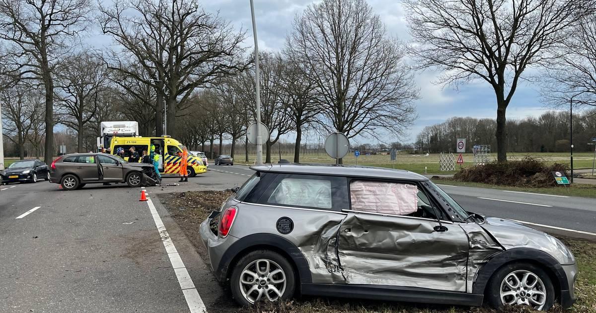Een gewonde bij ongeval op N65 bij Helvoirt, flinke file richting Tilburg.