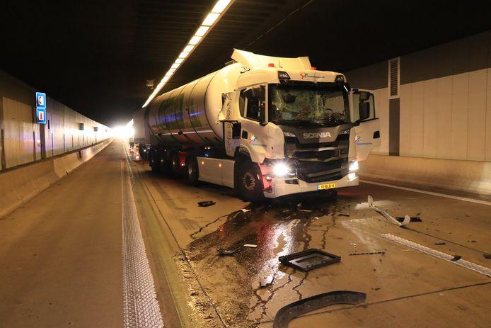 Een derde ongeval was het zwaarste. Hierbij raakte een tankwagen met melk zwaar beschadigd.